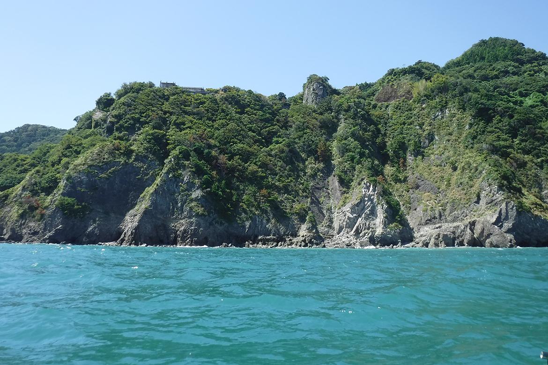 海から見た大崩海岸