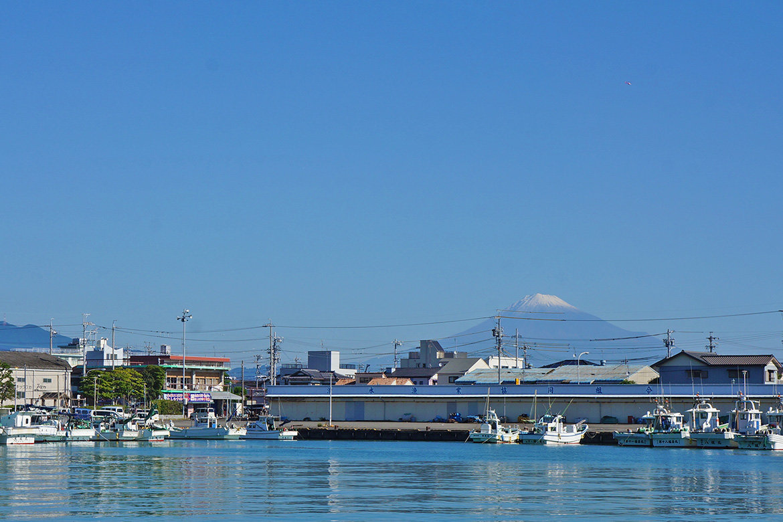 うっすら雪化粧の富士山
